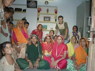 Ümit Konuray mit einer Frauen-Selbsthilfe-Gruppe