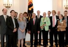 B.A.U.M.-Preisträger 2012 und B.A.U.M.-Vorstand bei Bundespräsident Joachim Gauck in Schloss Bellevue. Foto: Uwe Aufderheide