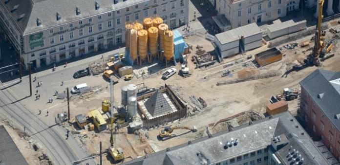 Das Baufeld Marktplatz mitten in der Innenstadt, auf dem die größte der insgesamt sieben künftigen unterirdischen Haltestellen entstehen wird, Foto: KASIG/ARTIS-Uli Deck
