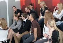 Generation Y Day bei Daimler – die Teilnehmerinnen und Teilnehmer diskutieren über die Arbeitswelt der Zukunft, Foto: Daimler