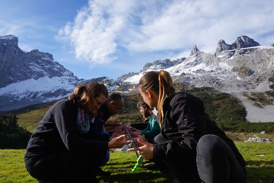 Auftakt des Studiums zum Master Projektmanagement: Team- und Kommunikationstraining auf einer Berghütte in den Alpen. Foto: Heidi Harder